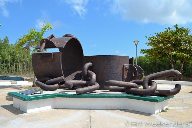 French-Guiana-Cayenne-place-de-chain-brisees-Lydian-Brunsting-ArtWeekenders