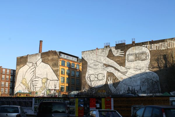 Germany-Berlin-Streetart-Blu