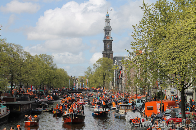The-Netherlands-Amsterdam-Queensday-canals-Kingsday