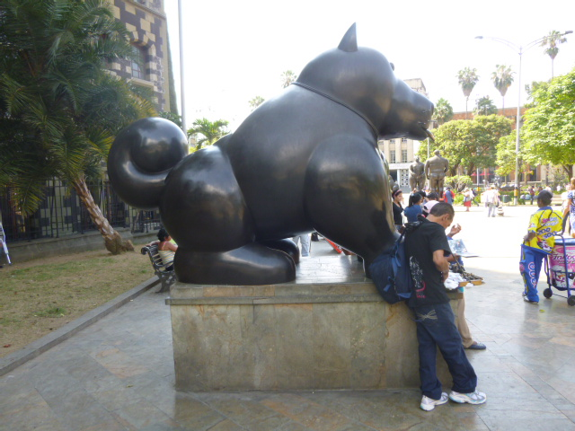 Plaza Botero - Sitting Dog - Medellin Botero's Sculptures Around the world