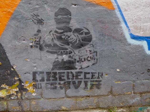 Colombia-Bogota-Street-Art-Stencil-art