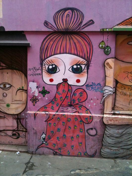 Chile-Valparaiso-kimono-street-art