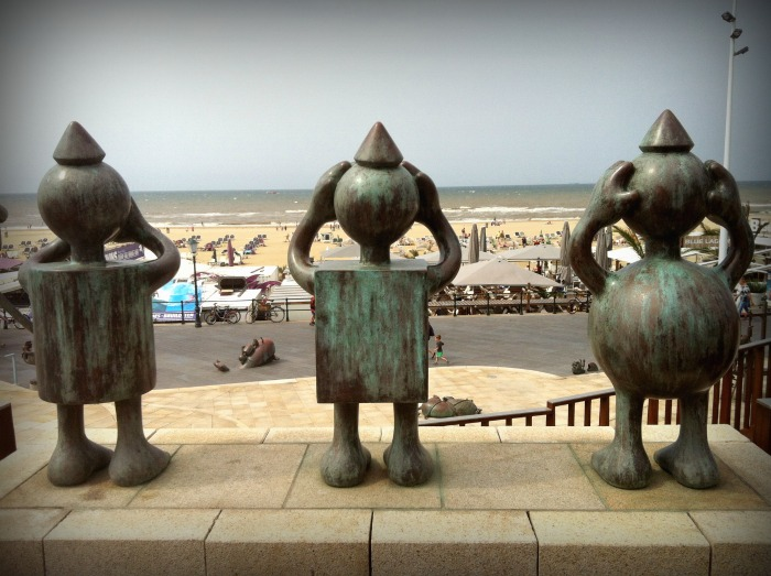 Sculptor Tom Otterness' sculptures At Sea Scheveningen