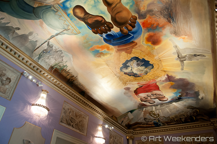 Figueres-Dali-Theatre-Museum-ceiling-painting
