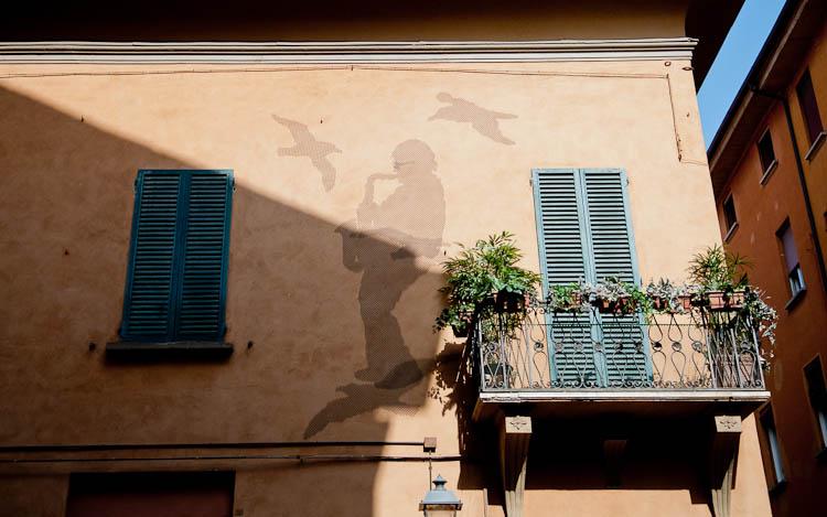 Street-art-Bologna-Italy_musician