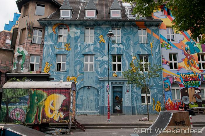 2015-Germany-Duesseldorf-Kiefernstrasse-street-art-Dusseldorf-monkeys