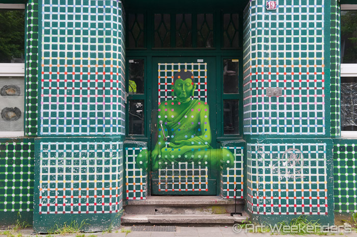 2015-Germany-Duesseldorf-Kiefernstrasse-buddha